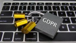Експерт: Внимавайте на кого давате достъп до личните си данни в интернет