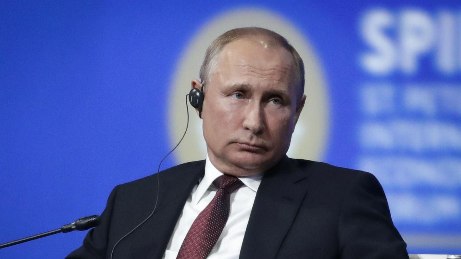 """Над половин милион въпроса към Путин преди """"Пряка линия"""""""