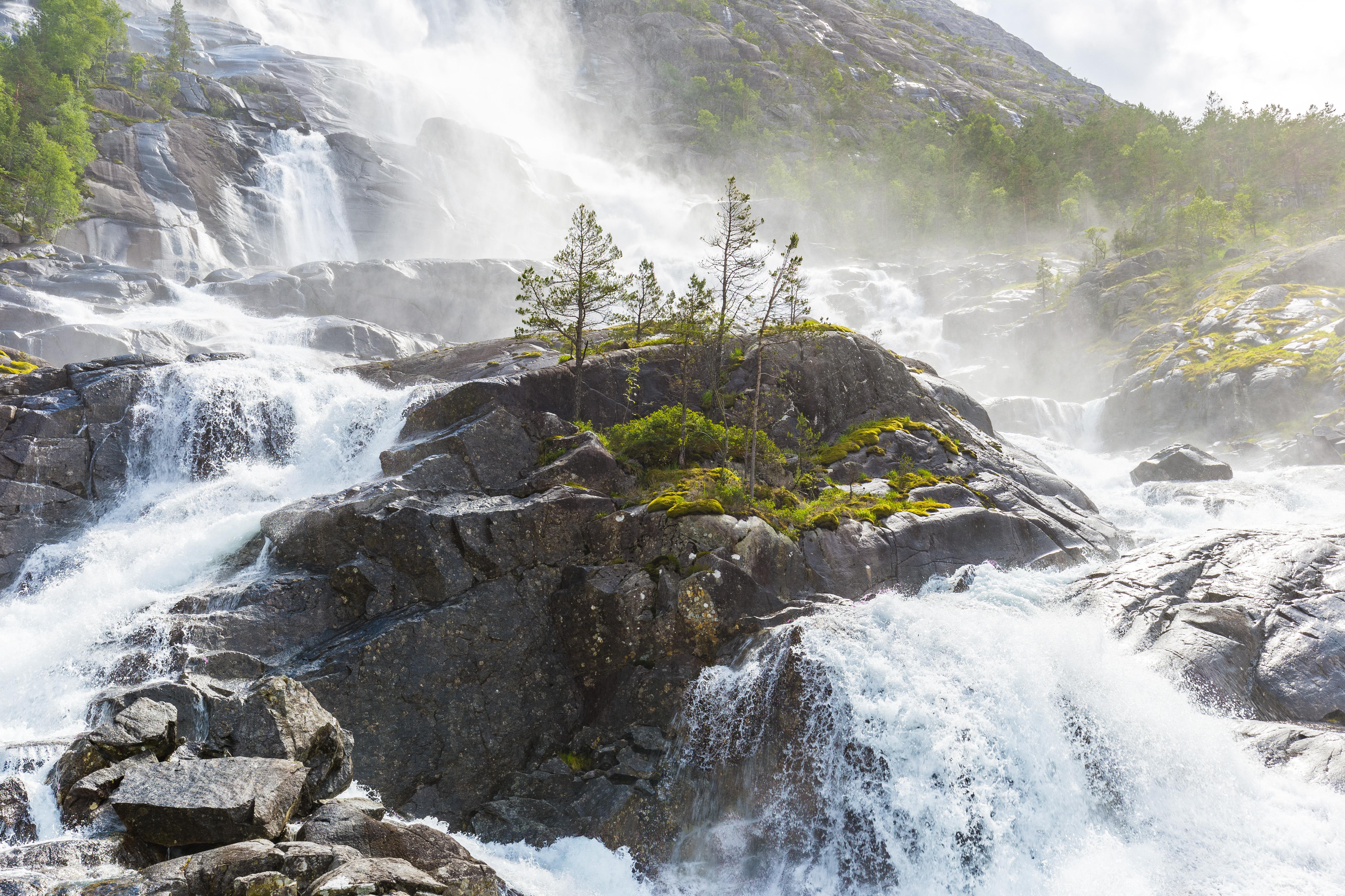 Как изглежда Норвегия, когато се топят снеговете (снимки)