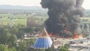 """Огромен пожар в """"Европа парк"""" в Германия, има ранени огнеборци"""
