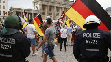 Две хиляди полицаи пазят реда на партиен форум в Германия