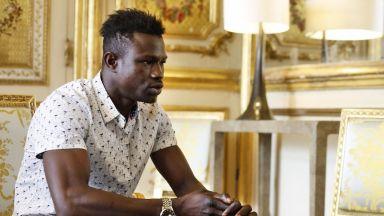 Малийски имигрант спаси дете в Париж, получи работа и гражданство