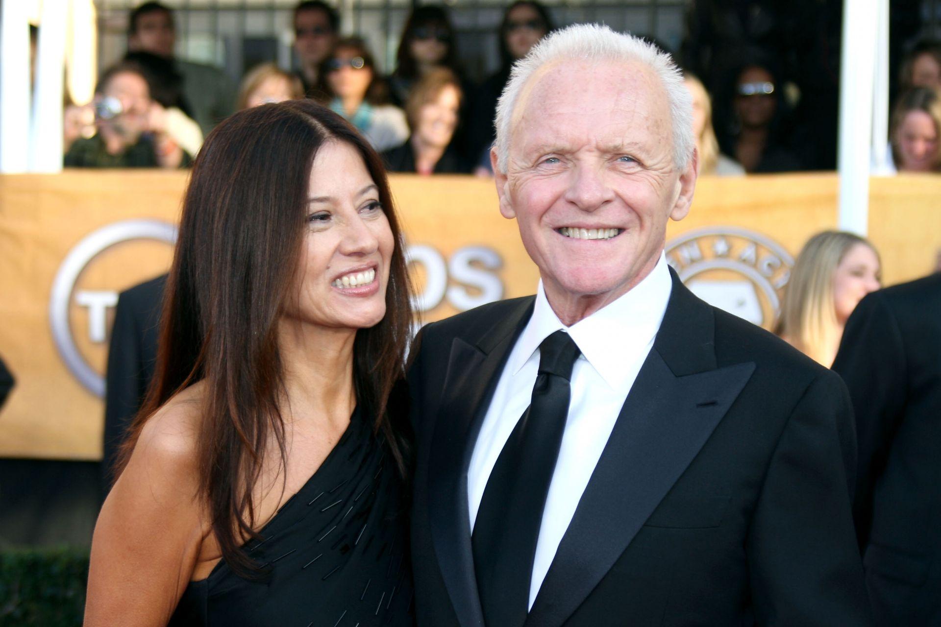 Антъни Хопкинс със съпругата си