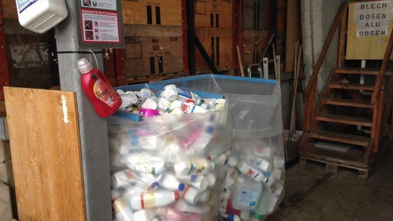 Над 400 кг опасни отпадъци предадоха жители на район