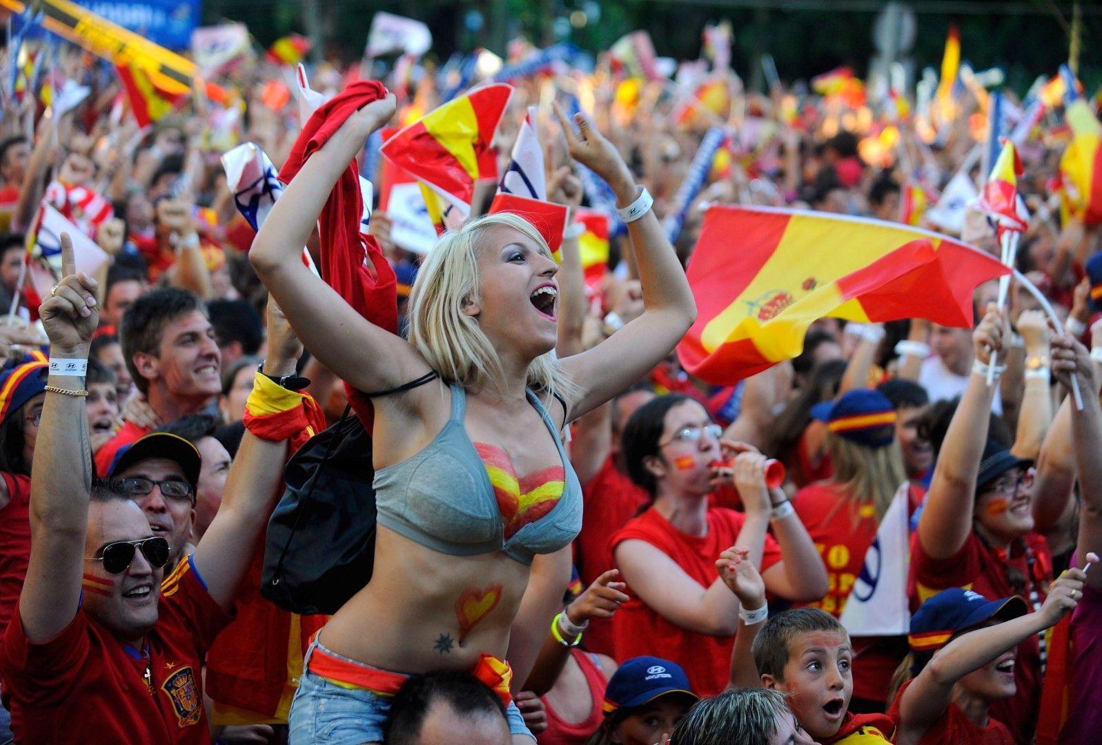 Испания е сред фаворитите и в биткитата на красивите фенки