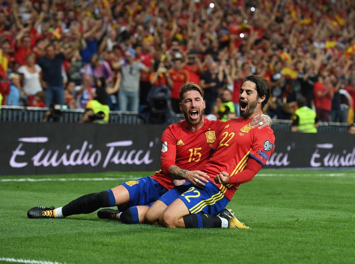 Серхио Рамос и Иско в победата над Италия