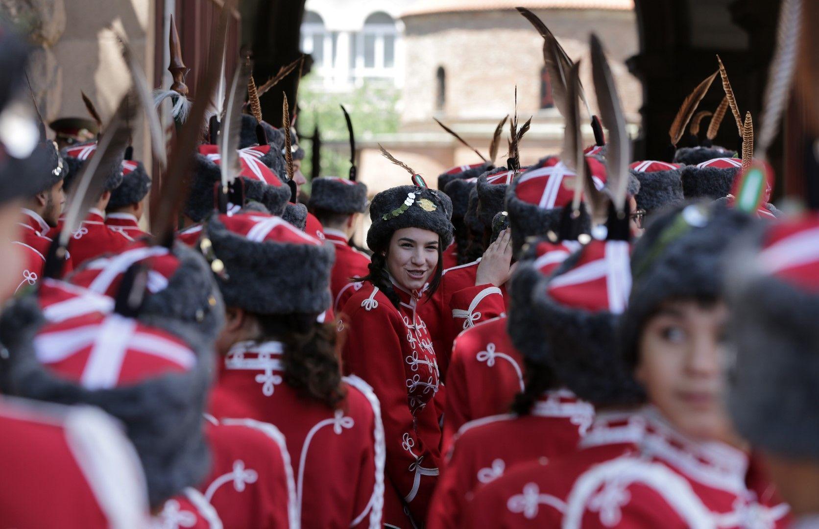 Децата от гвардейския отряд чакат за среща с президента