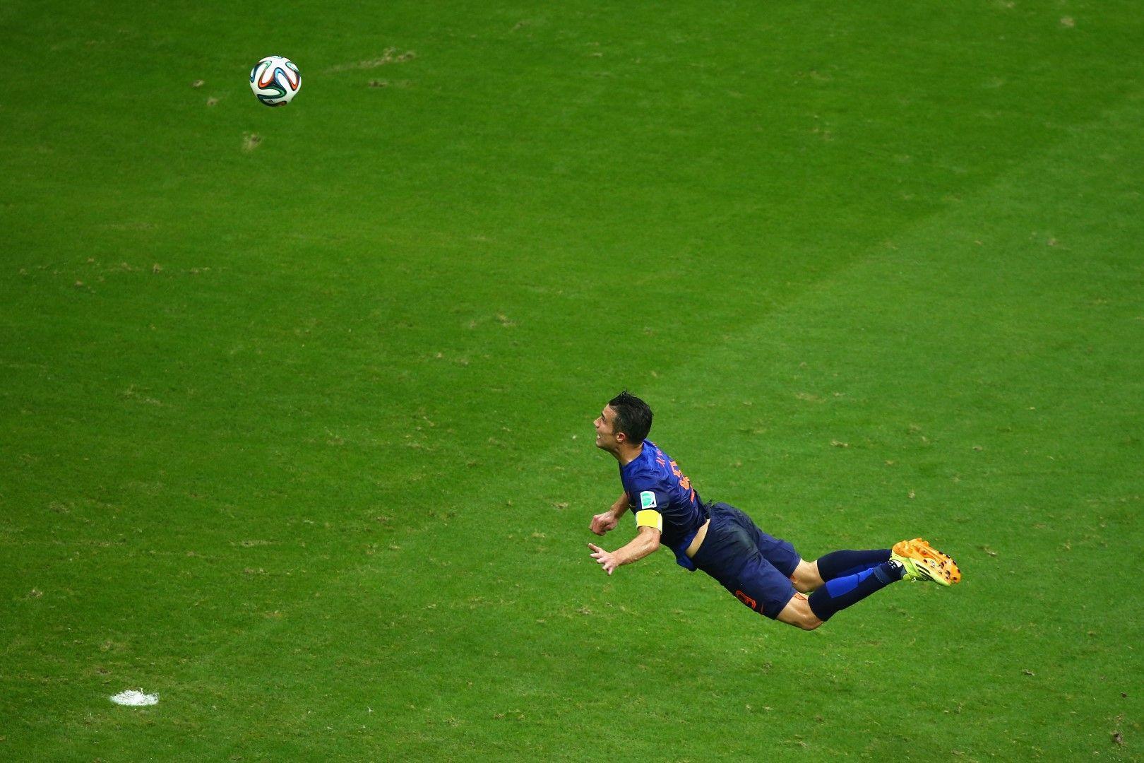 Ван Перси вкара най-красивия гол в мача