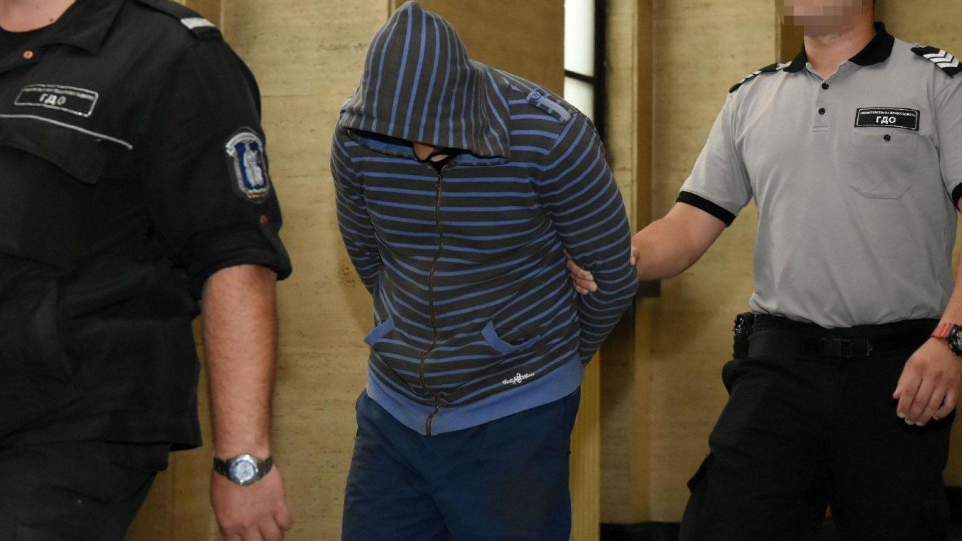 Мъжът, опитал да блудства с първокласнички, остава в ареста