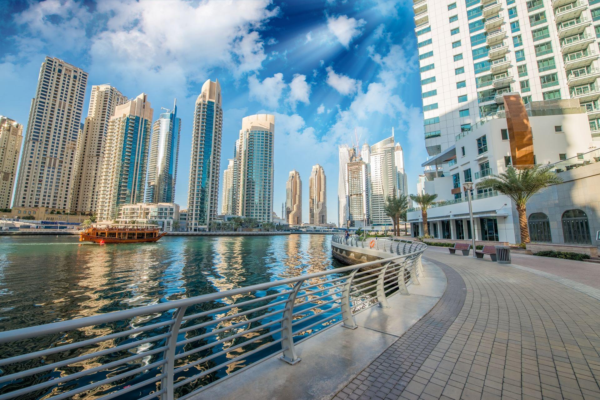 8. Обединените арабски емирства е с население  9,7 млн. души. На снимката е изглед от Дубай