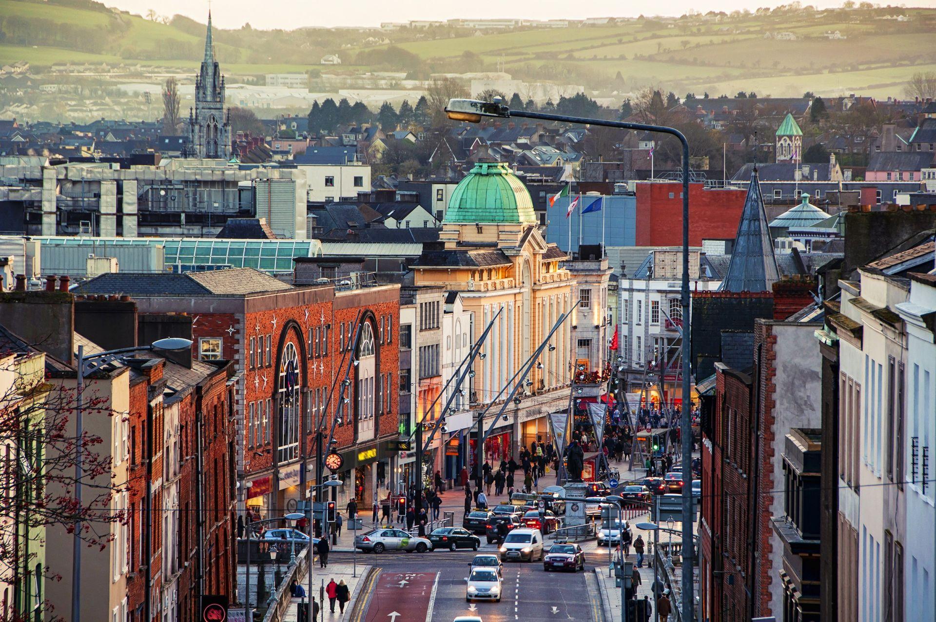 5. Ирландия е с население  4 730 824. Страната има развита и модерна икономика, фокусирана главно върху сферата на услугите и високите технологии