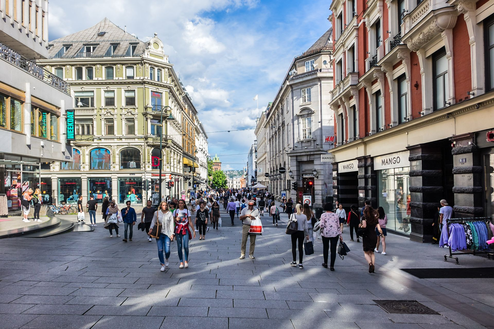 7. Норвегия, с население 4,9 млн. души, е много високо развита индустриална страна, с отворена, насочена към експорта, икономика