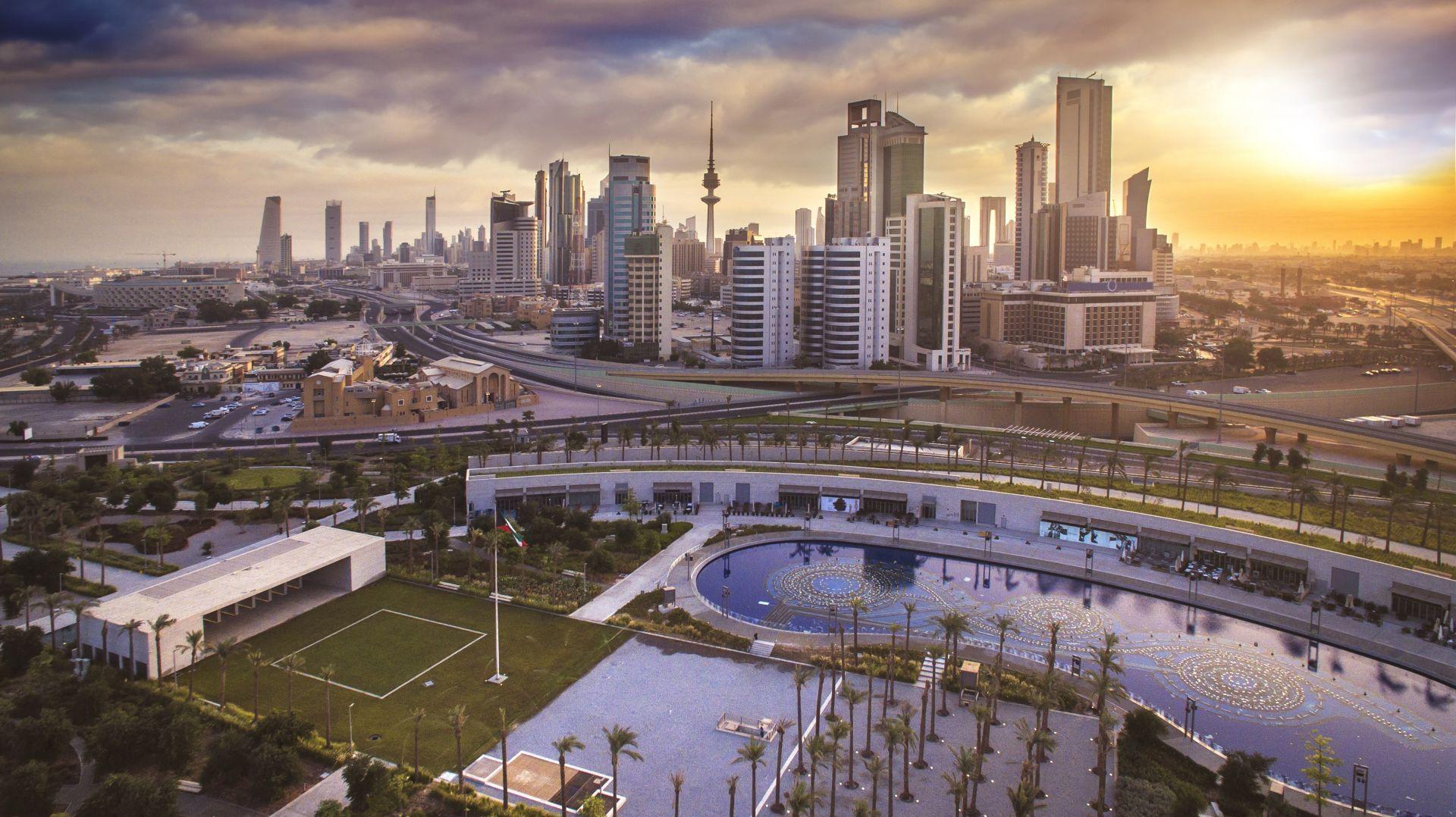 9. Кувейт е значим производител на петрол и член на ОПЕК притежавайки шестият по големина петролен запас в света