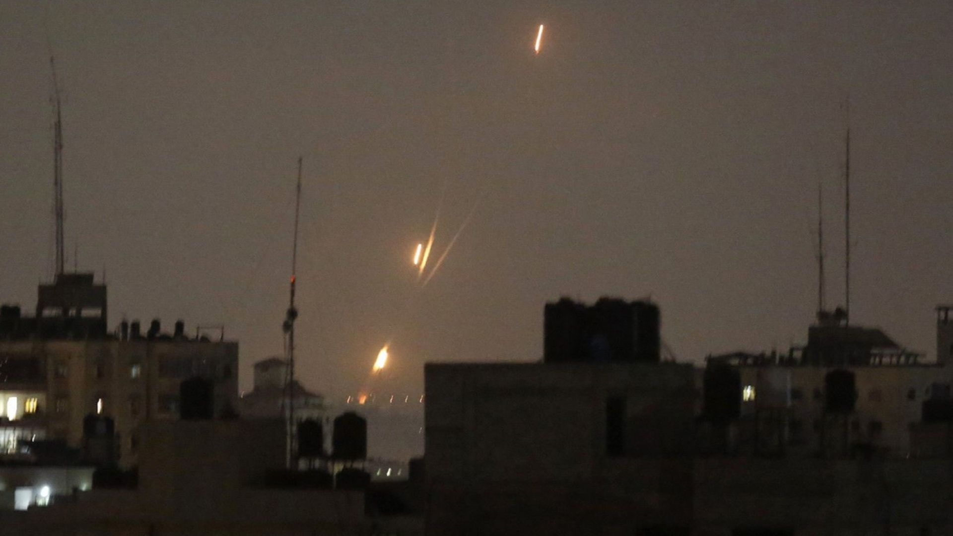 Израел отговори с поразени 40 палестински мишени в Газа