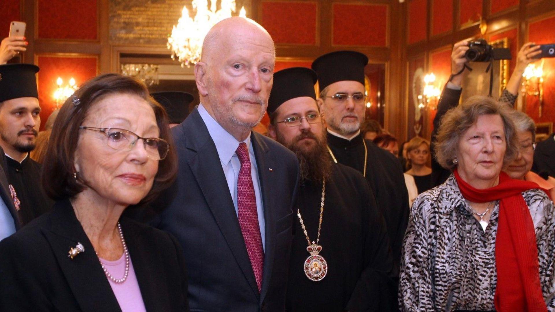Сакскобургготски представи албум за царското семейство