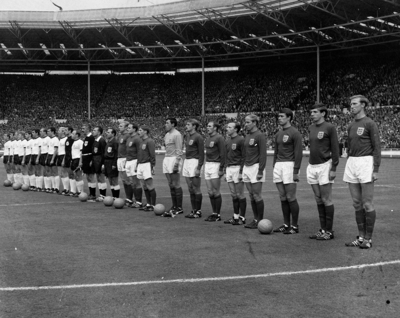 Финалът - мечта на Европа, Германия срещу Англия. В Южна Америка беснеят...