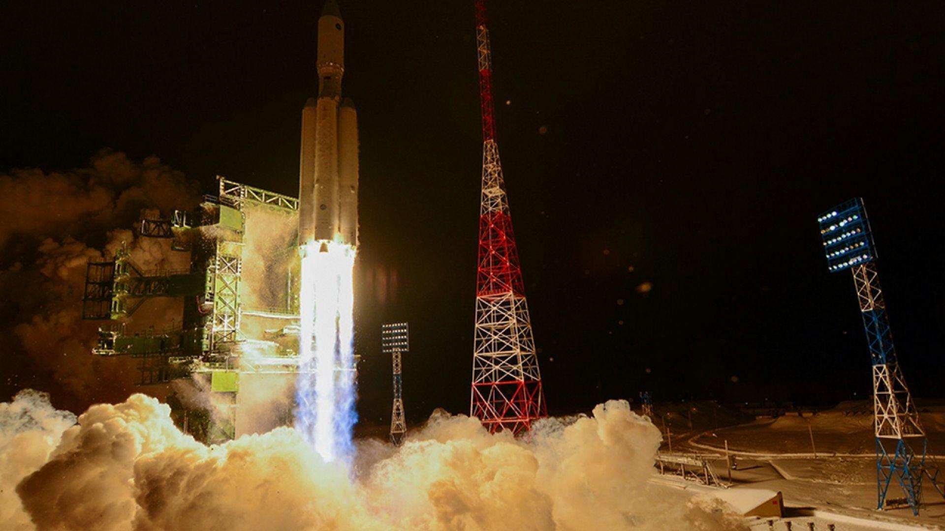 """Ракетите """"Ангара"""", космическото сътрудничество и проблемите на Роскосмос"""