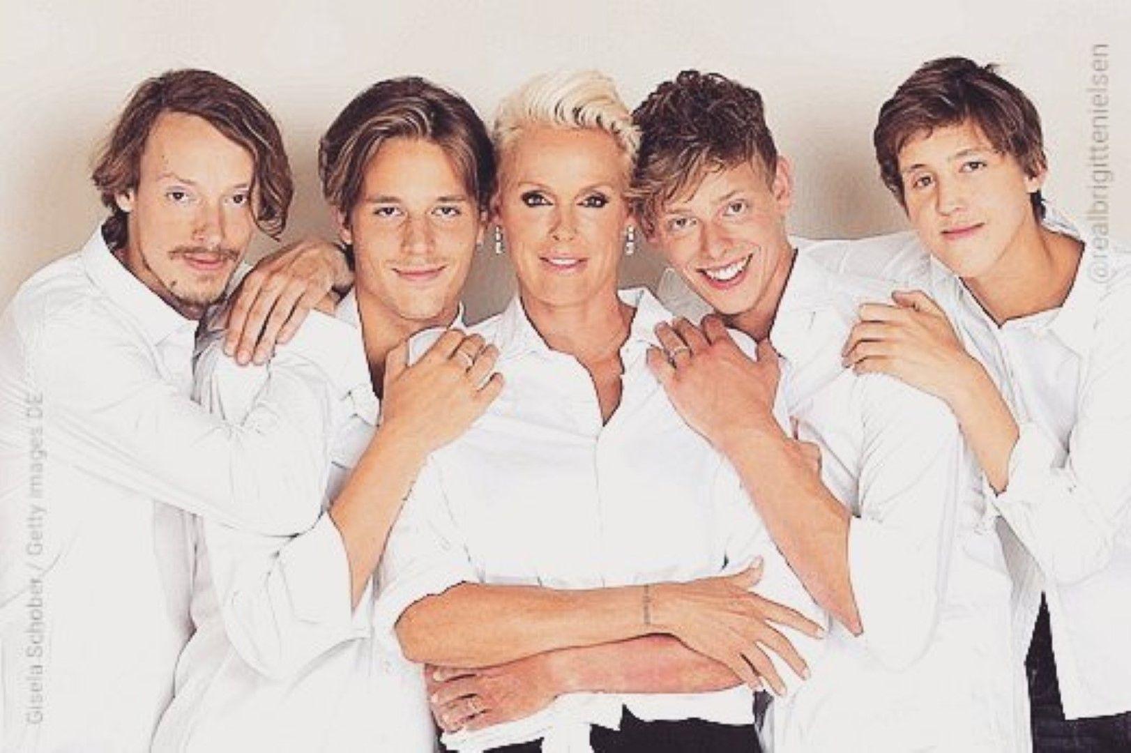 Бригите Нилсен със синовете си