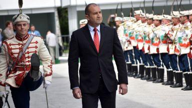 """Радев: В коя страна премиерът """"завърта"""" по телефона на 180º всички депутати от мнозинството"""