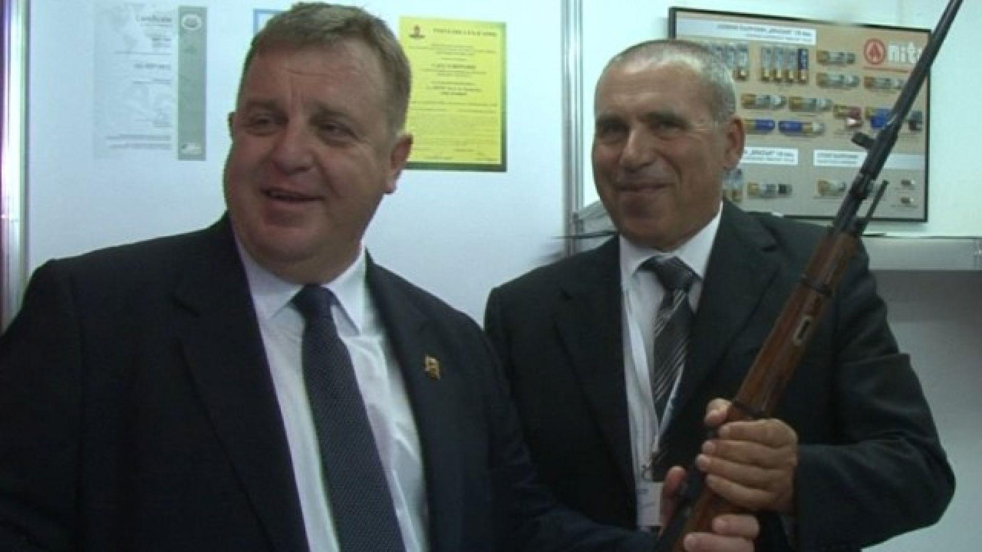 Каракачанов: Марешки да си пие хапчетата, не разбира от отбрана
