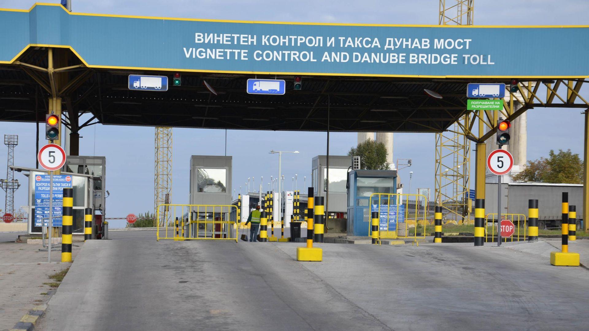 Митничари задържаха опасен товар в бус-платформа