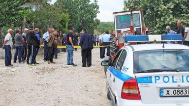 Мъж разстреля с пушка жена си и съседа в хасковско село