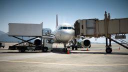 Британски турист почина след спор с екипаж на самолет