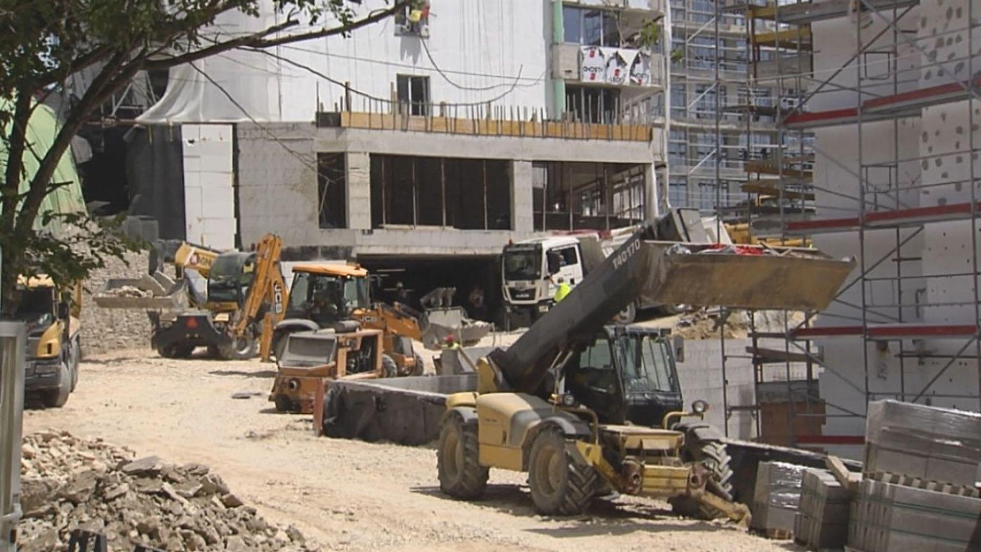 """Строителство в """"Златни пясъци"""" въпреки забраната"""