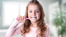 Умна четка прави миенето на зъбите забавно за децата