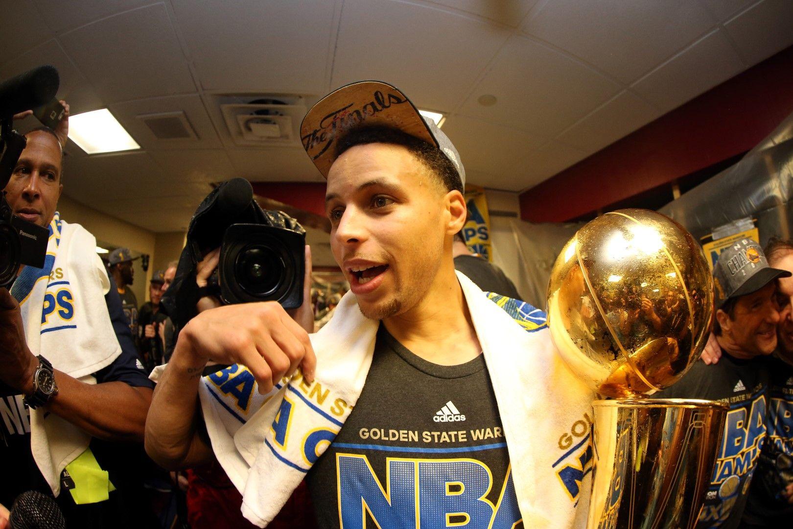 """2015 г., Епизод I - Къри и """"Голдън Стейт"""" с титлата на НБА."""