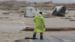 Времето полудя: Буря предизвика наводнение в пустинята (Видео)