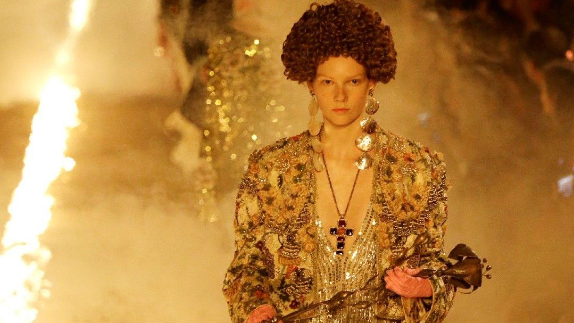 Gucci  с впечатляващо дефиле сред огън и камбанен звън