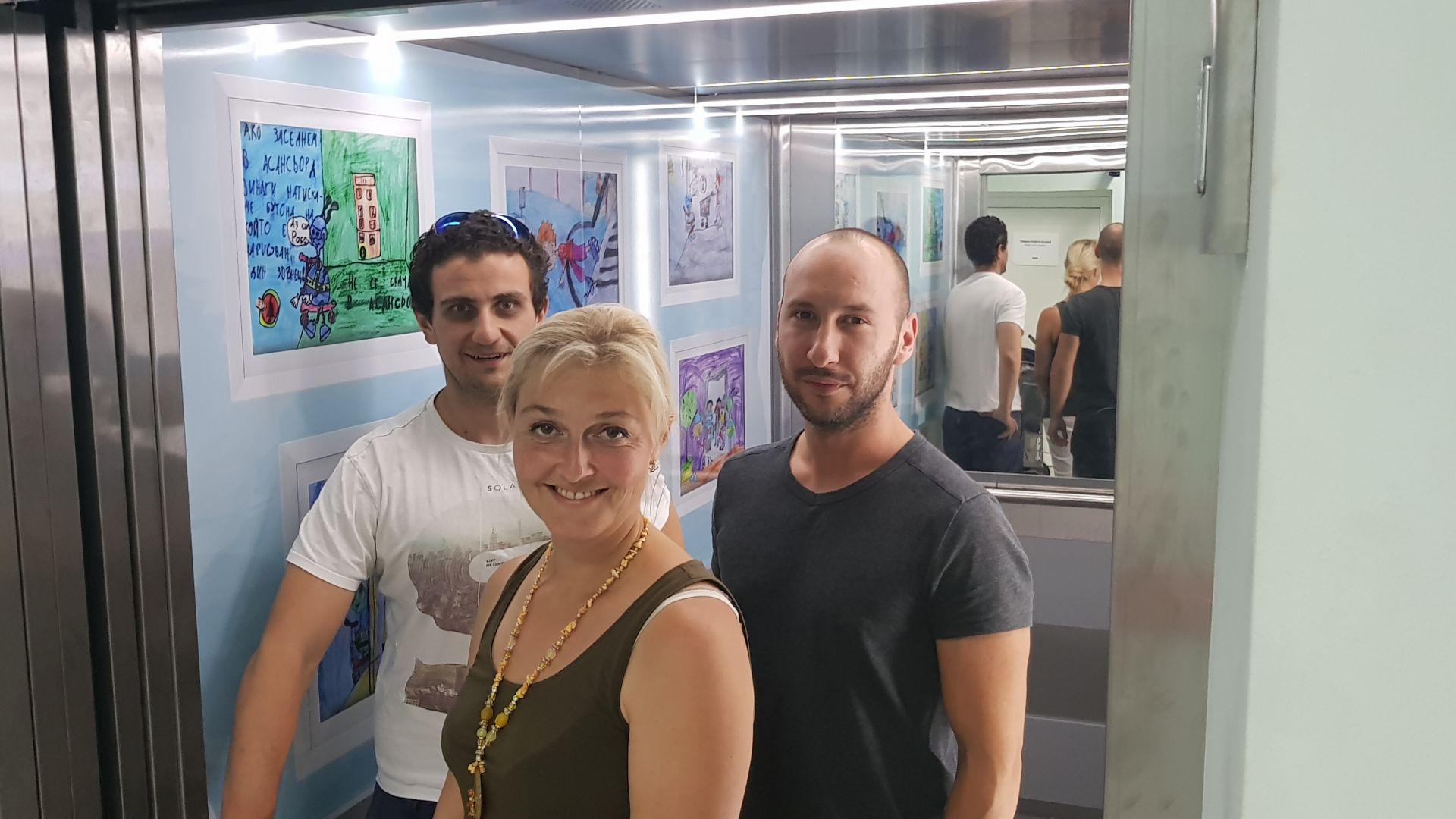 """Детски рисунки украсиха още един асансьор в """"Пирогов"""""""