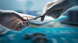 Спасиха срязаната с ъглошлайф ръка на мъж с уникална операция в Пловдив