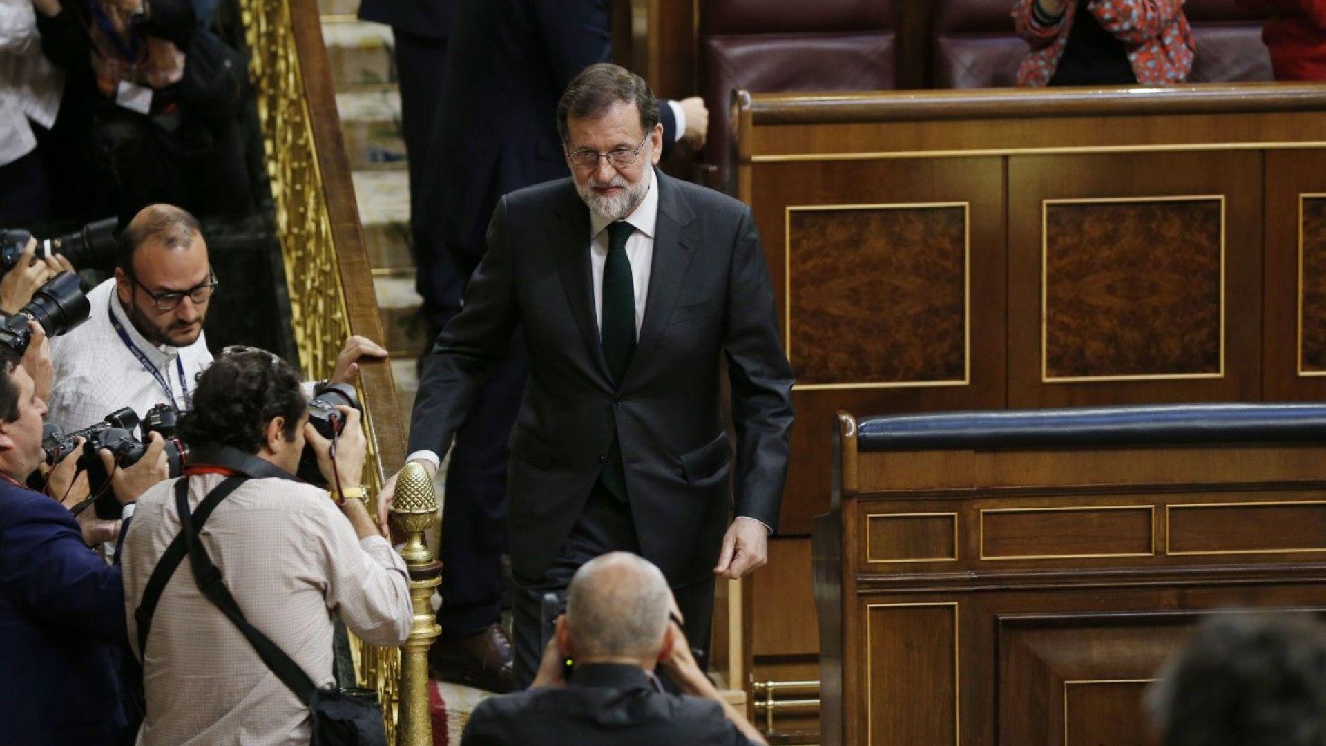 Испанският премиер Мариано Рахой бе свален чрез вот на недоверие в парламента