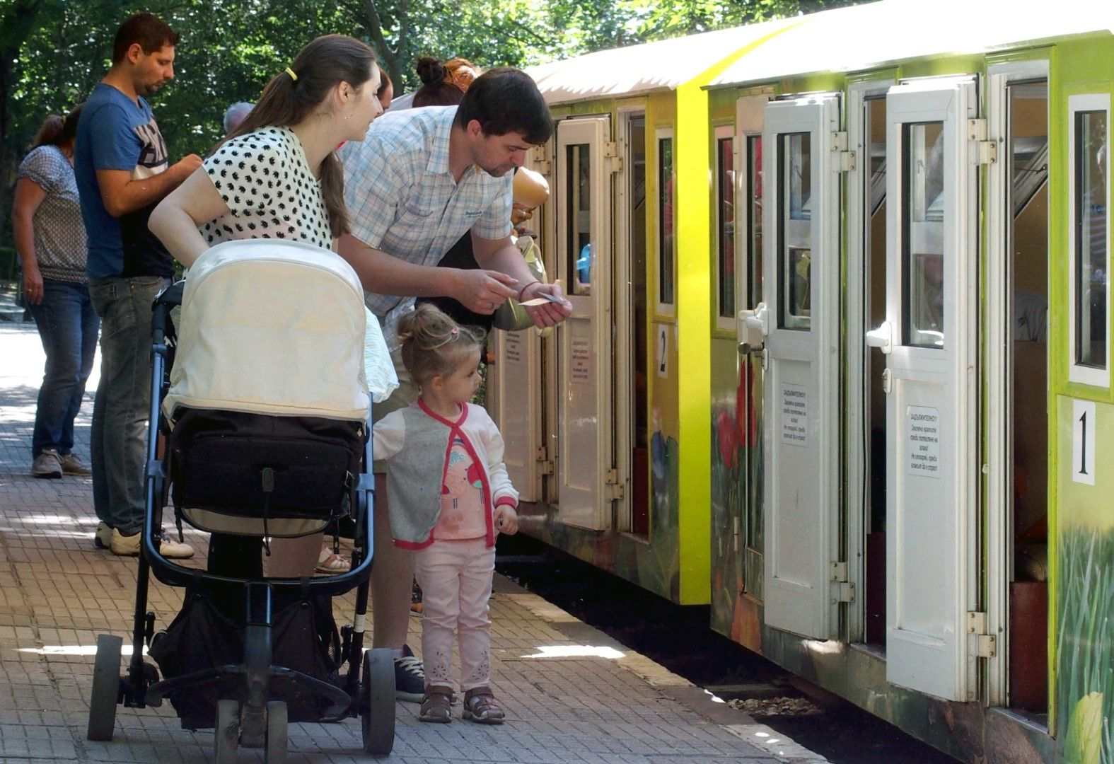 """Железницата """"Знаме на мира"""" в Пловдив вози децата три дни безплатно"""