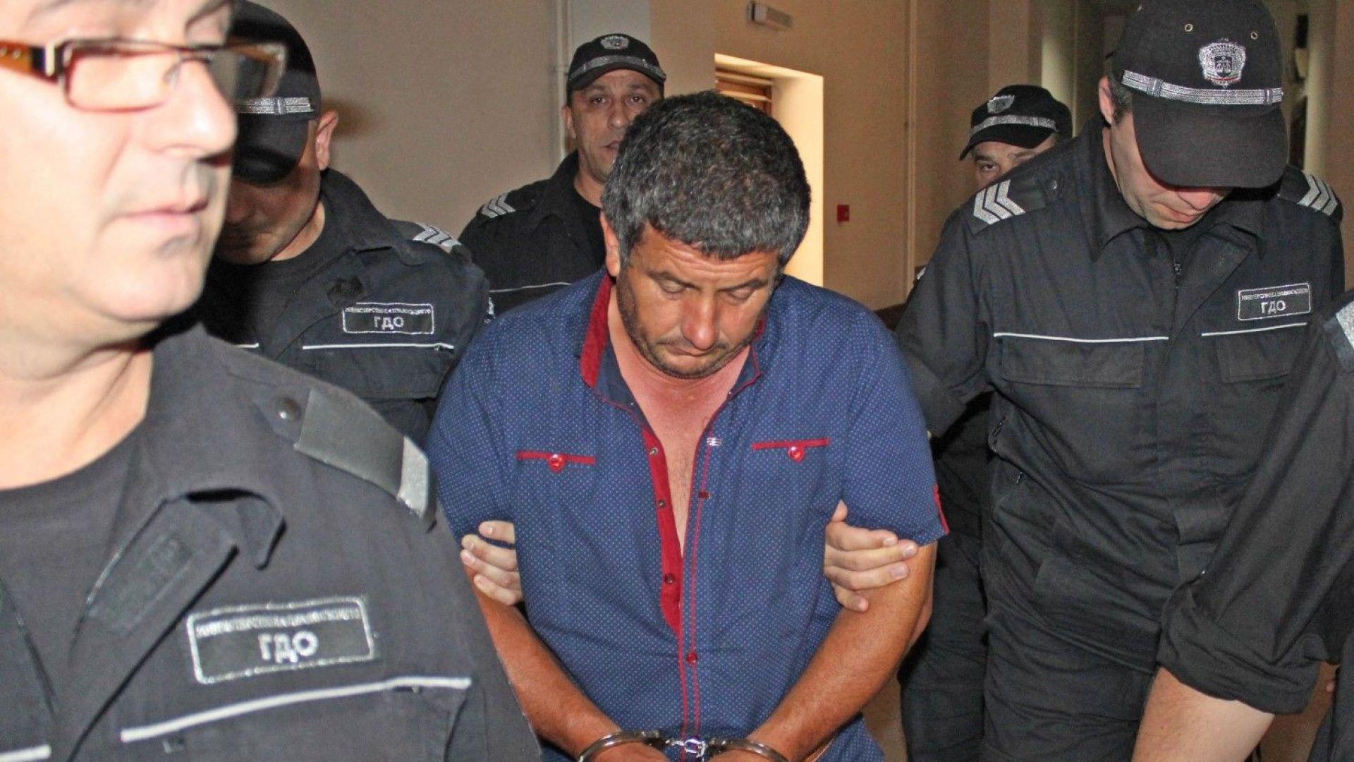 Оставиха в ареста двойния убиец от Козлец