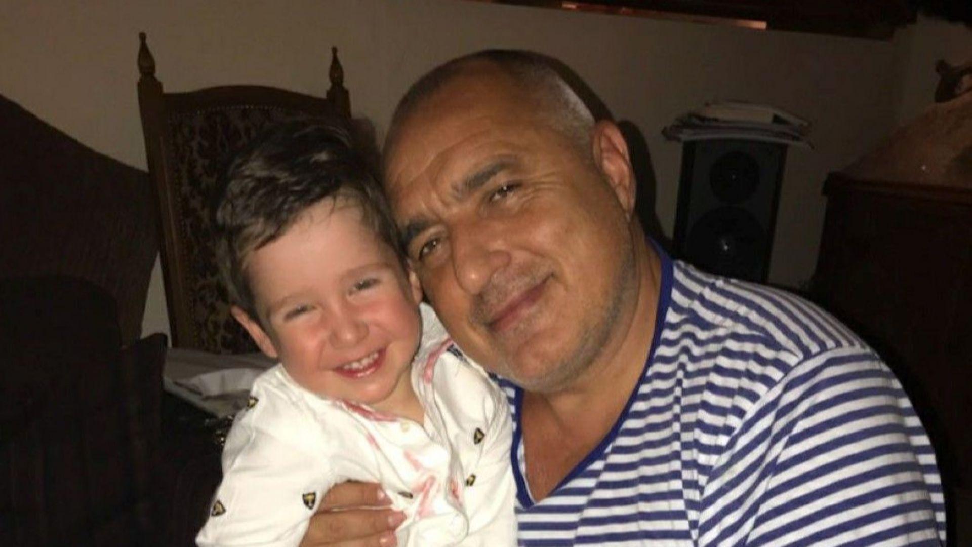 Борисов с честит 1 юни със снимка на внука си