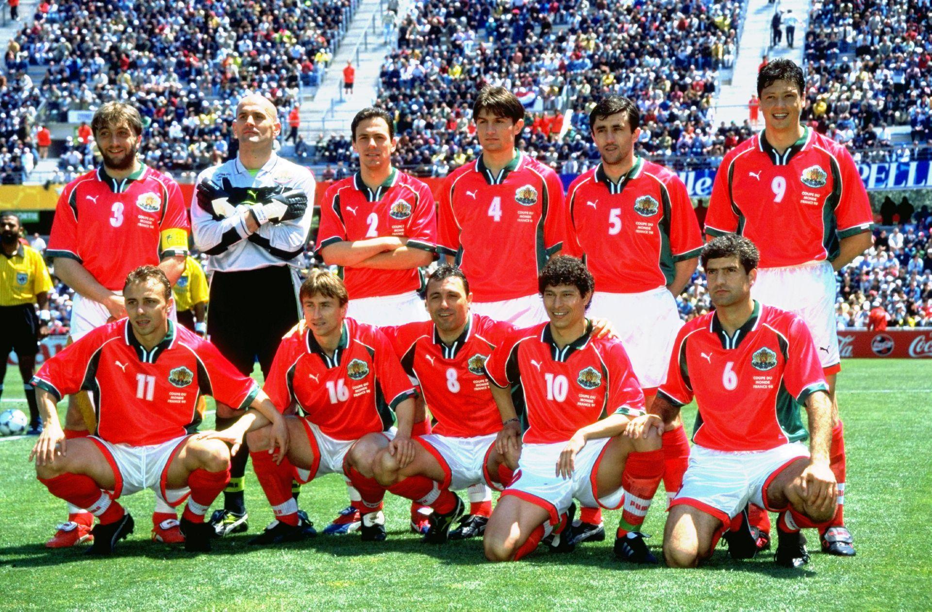 Съставът ни през 1998 г. преди първия мач срещу Парагвай.
