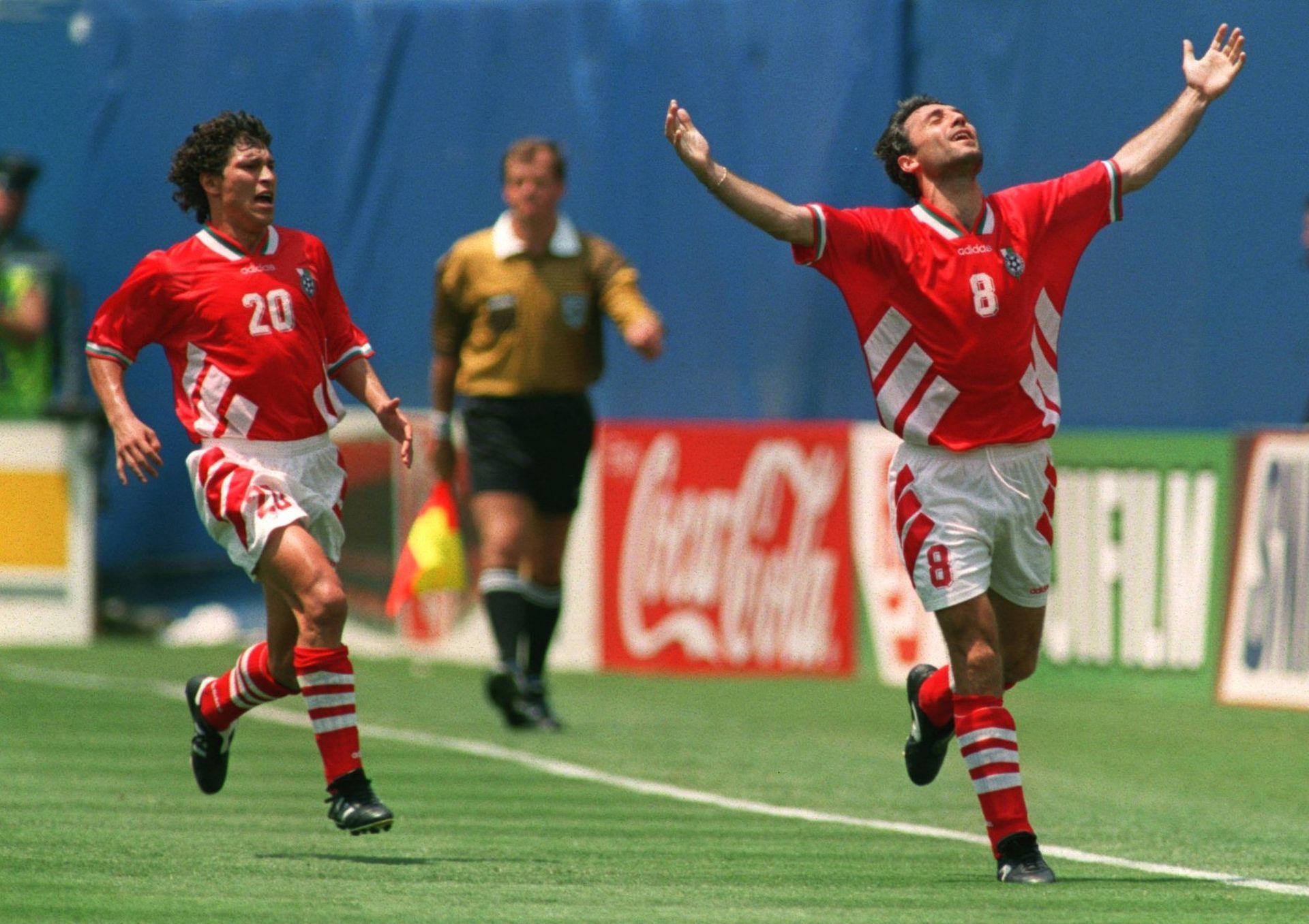 Кадър, който не може да бъде забравен - Христо Стоичков и Красимир Балъков след гола на Камата във вратата на Германия.