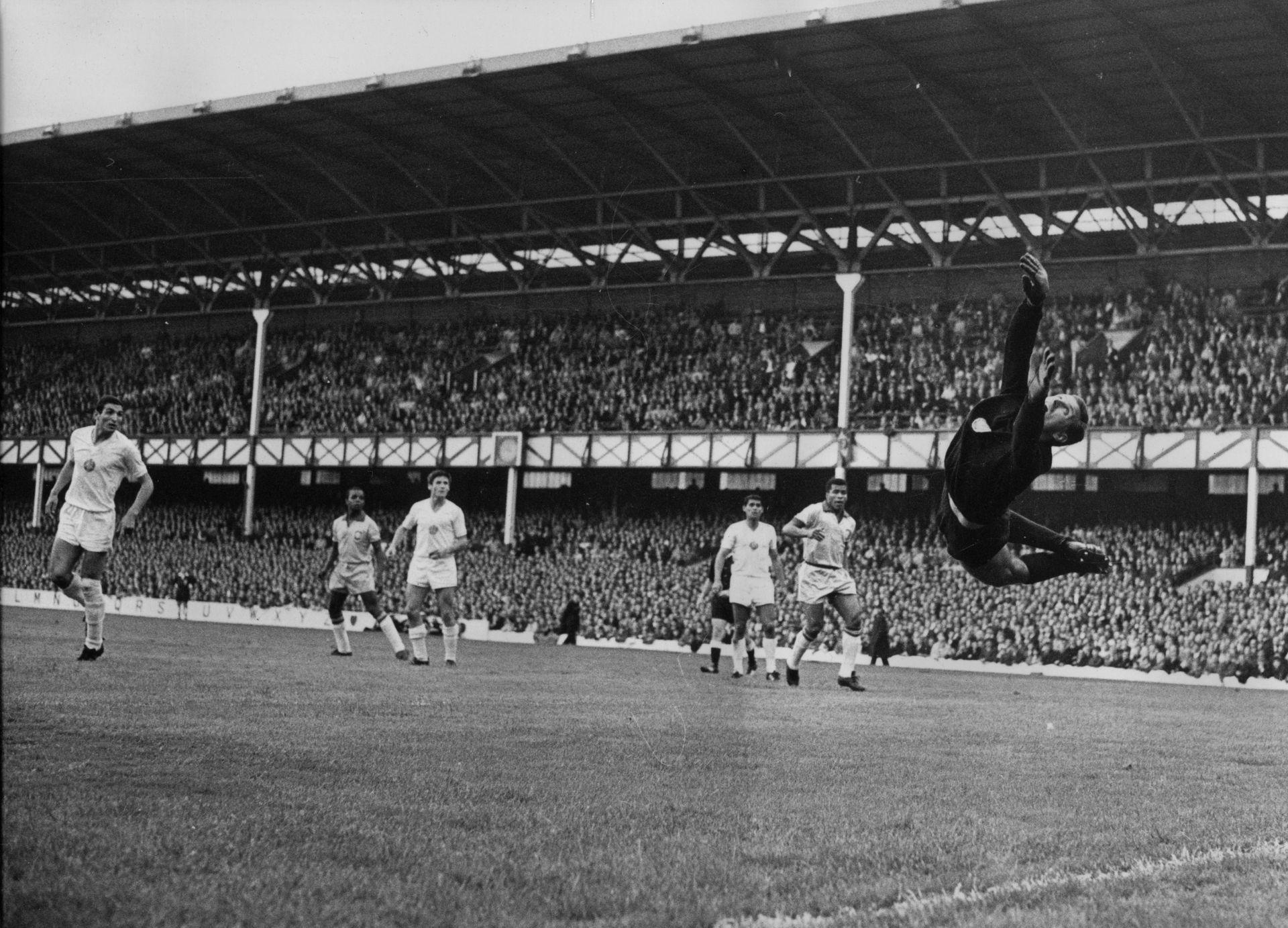 Топката е във вратата на Георги Найденов, изстреляна от Пеле. Годината е 1966-а, губим с 0:2 от шампионите.