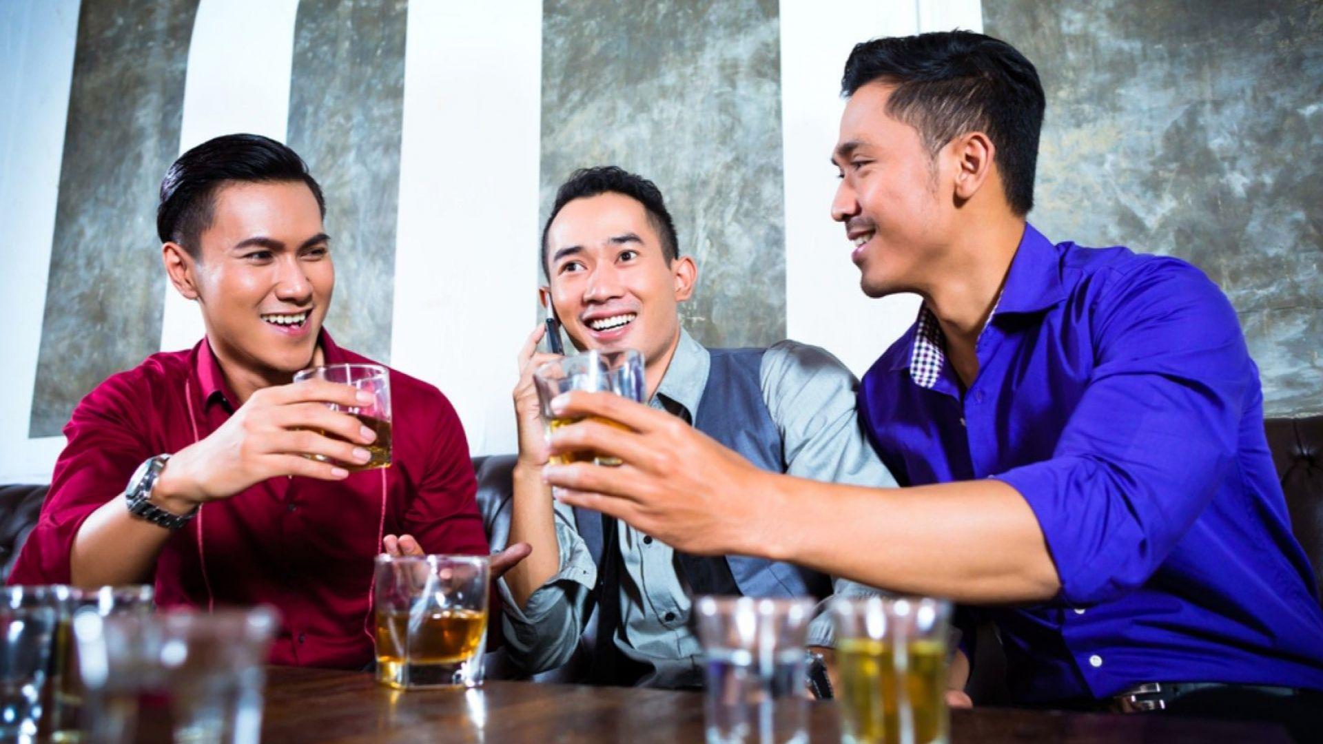 Китайската полиция арестува 15 души за продажбата на фалшив марков алкохол