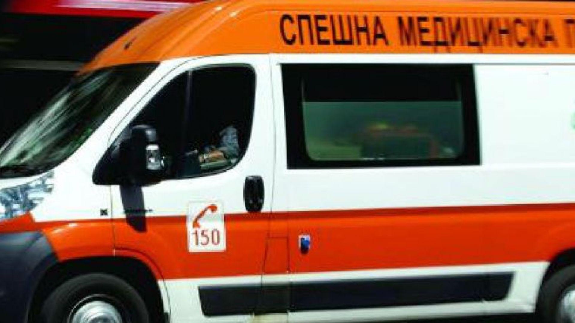 Дете и трима мъже са тежко пострадали в катастрофа