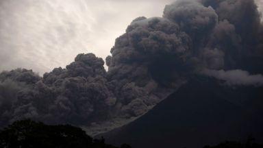Вулканът Фуего изригна, поне 25 души са загинали