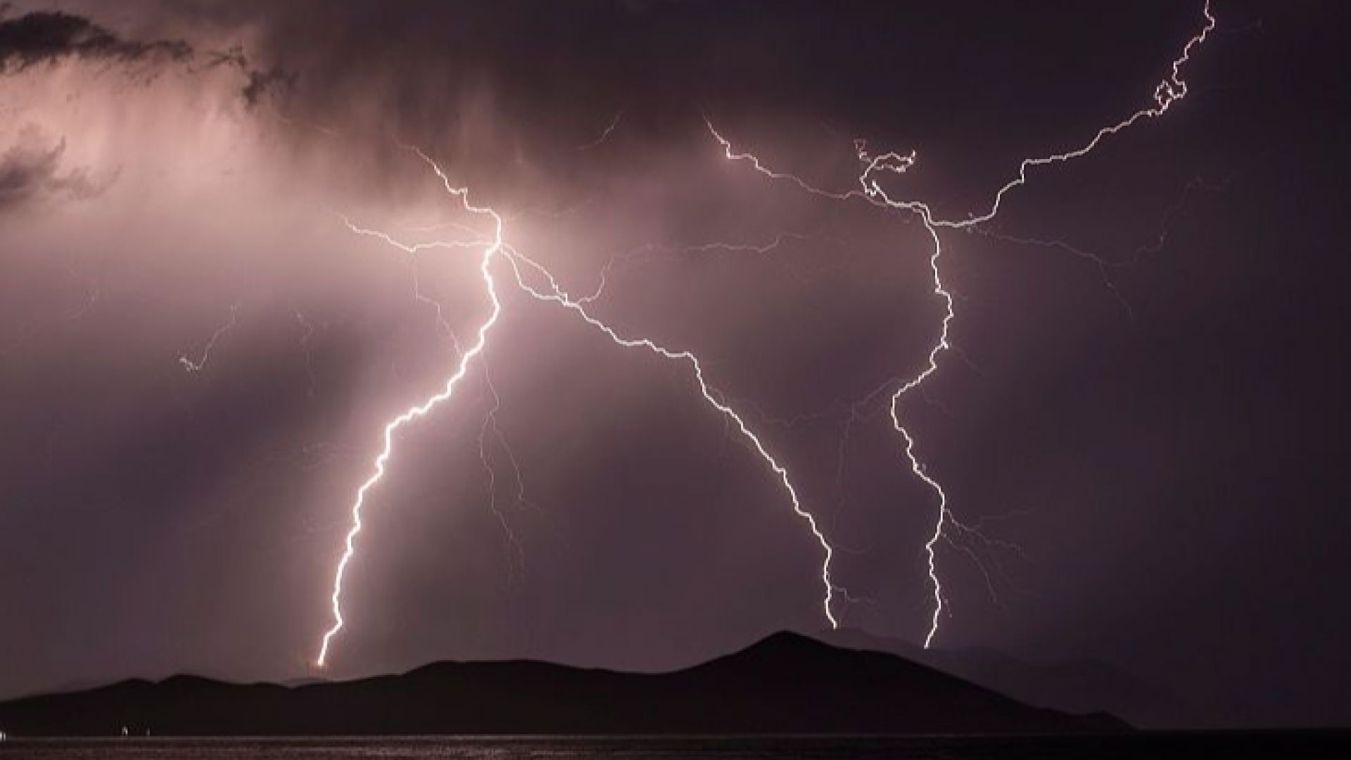 Предупреждение за гръмотевични бури, градусите падат