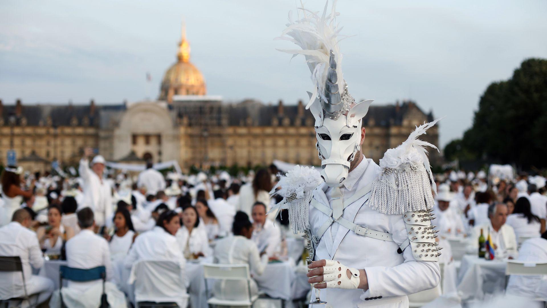 """""""Вечеря в бяло"""" в Париж (галерия)"""