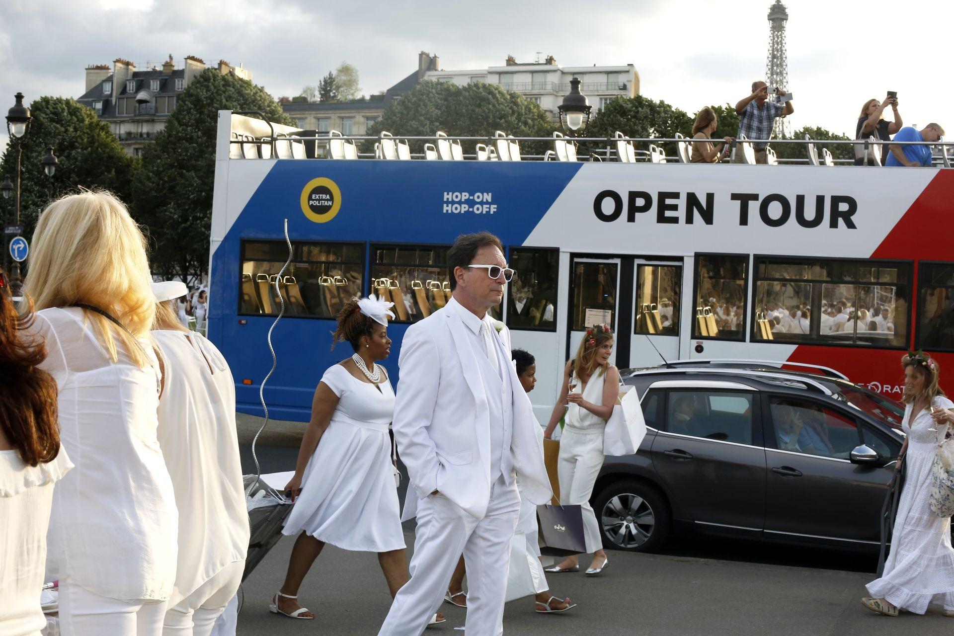 6000 чужденци дойдоха специално за случая в Париж