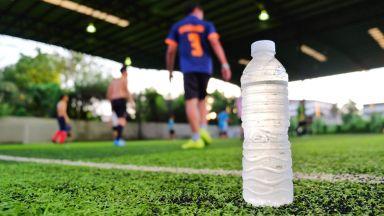 ФИФА глоби играч с 16 бона, пил енергийна напитка, която не е спонсор