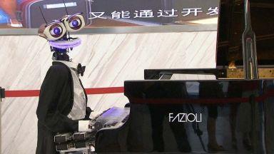 Робот и човек премериха сили по свирене на пиано