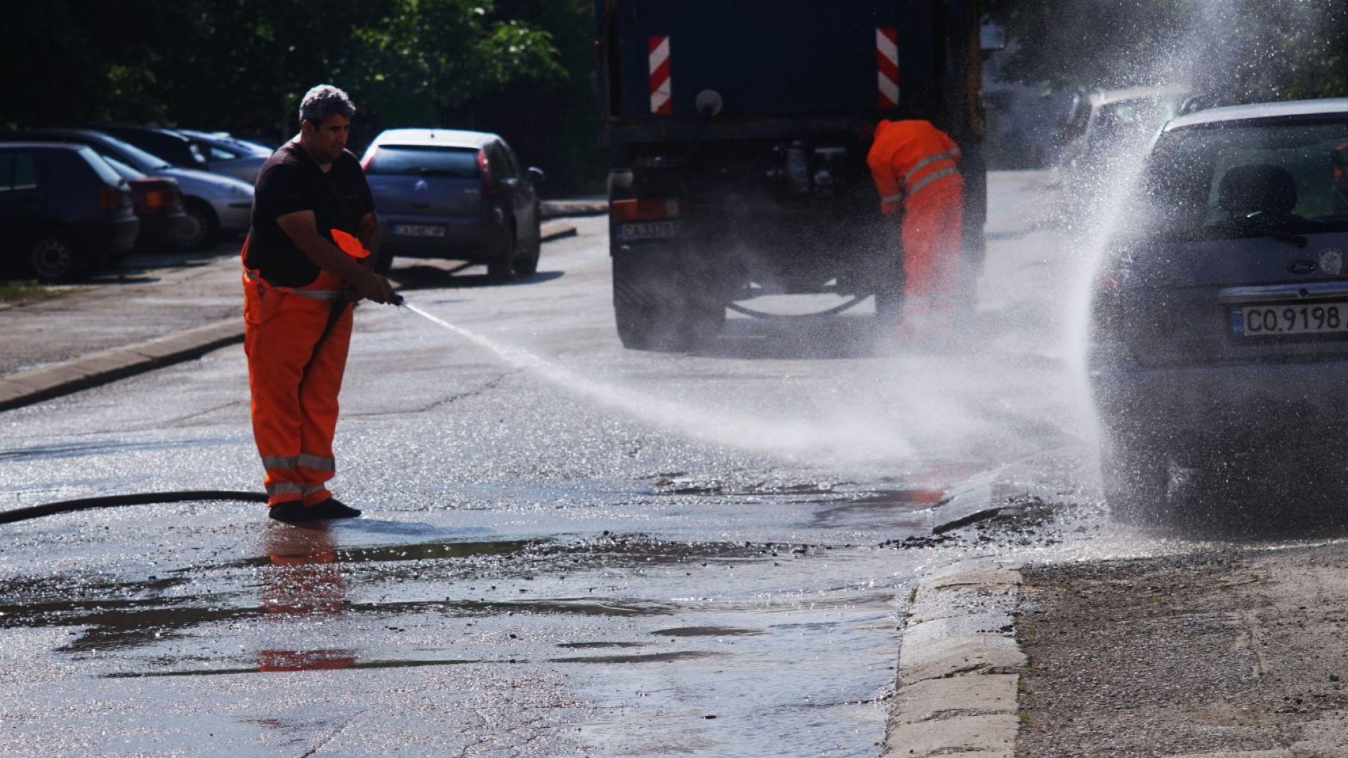 Отново започна миене на улици и булеварди в София